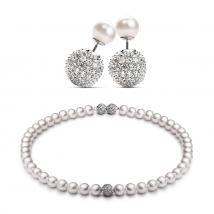 Ожерелье и серьги из белого жемчуга с ювелирными вставками