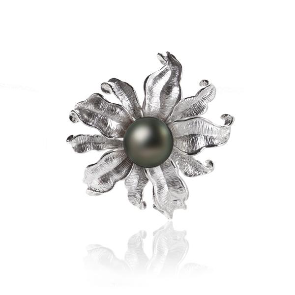 Брошь Цветок с черной жемчужиной Таити