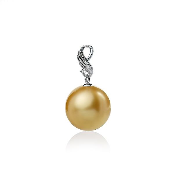 Золотая подвеска с крупной жемчужиной цвета шампань