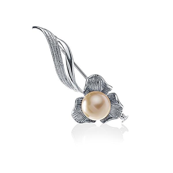 Серебряная брошь с жемчужиной Южных морей цвета