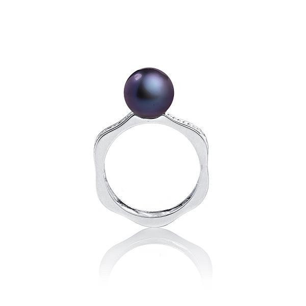 Серебряное кольцо с черной жемчужиной